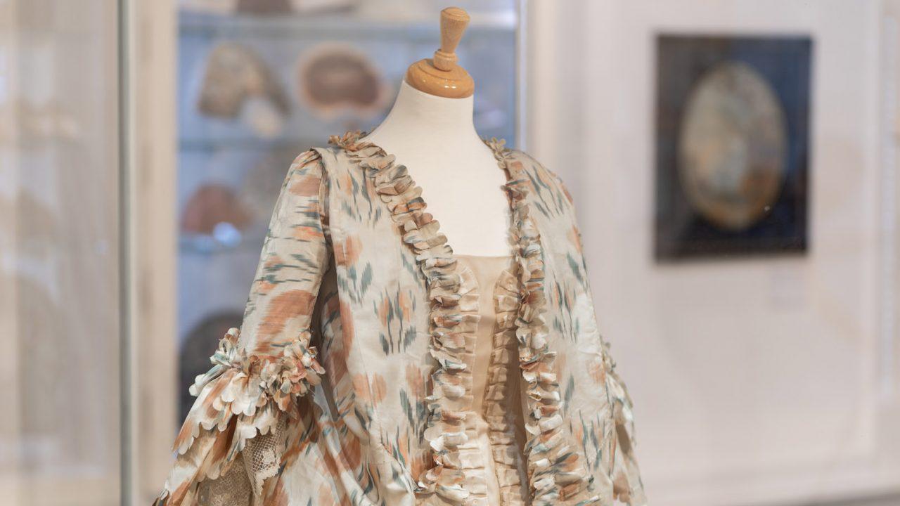 idea design bankfield museum fashion gallery 3